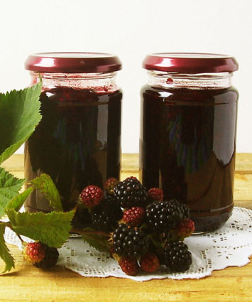 Blackberry Jam - frugal way to preserve and eat fruits all year long