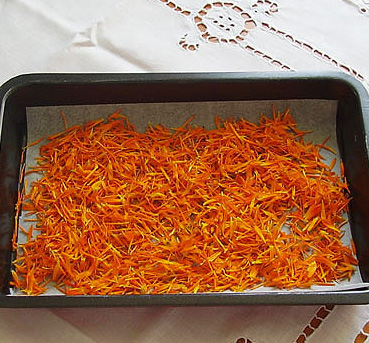 Dried Marigold Petals are edible flowers and good replacement for saffron