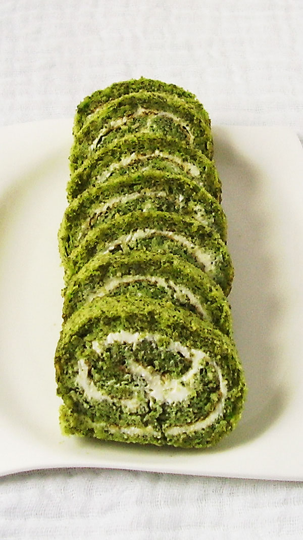 St. Patrick's Swiss roll is celebrating crowd – pleasing, sweet, green, moist, tender and rich cake that goes well with a pint or two.
