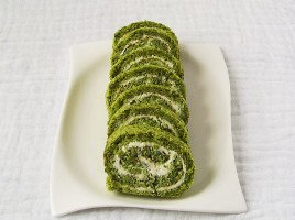 St. Patrick's Swiss roll is celebrating crowd – pleasing, green, moist, tender and rich cake that goes well with a pint or two