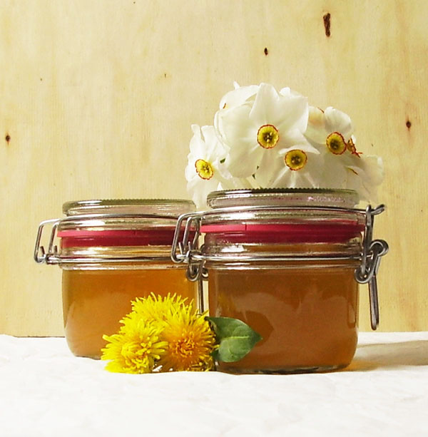 Dandelion jelly: super healthy, homemade, sunny and frugal. Who could ask for more ? Like in the old times.