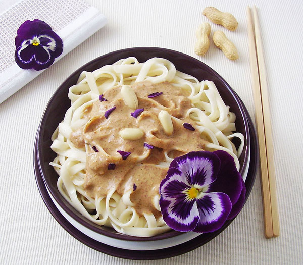 Creamy Peanut Butter Noodles - simple pasta dish, ready in ten minutes.