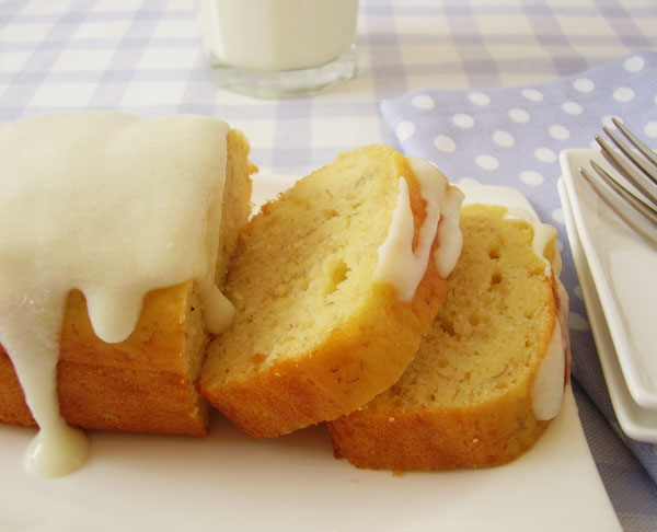 Banana Yogurt Loaf : moist, healthy and light breakfast for banana and yogurt lovers !