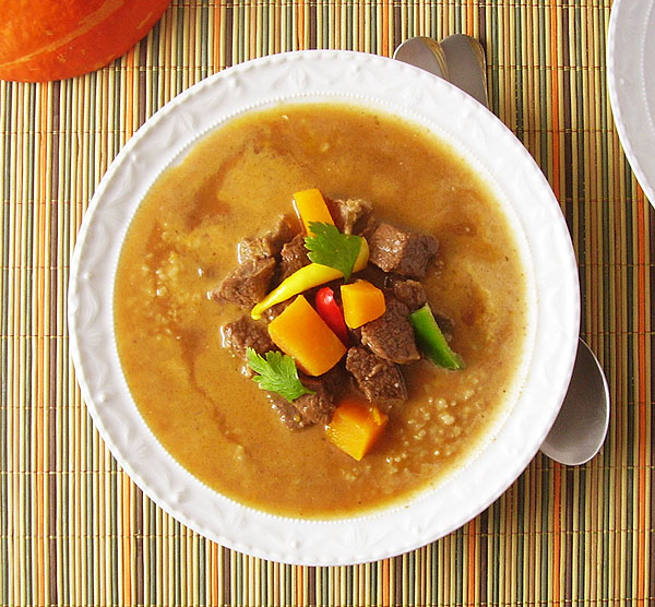 Pumpkin Beef Stew with Bulgur: Beef shank, pumpkin and bulgur promise a lot. That is exactly what they give !
