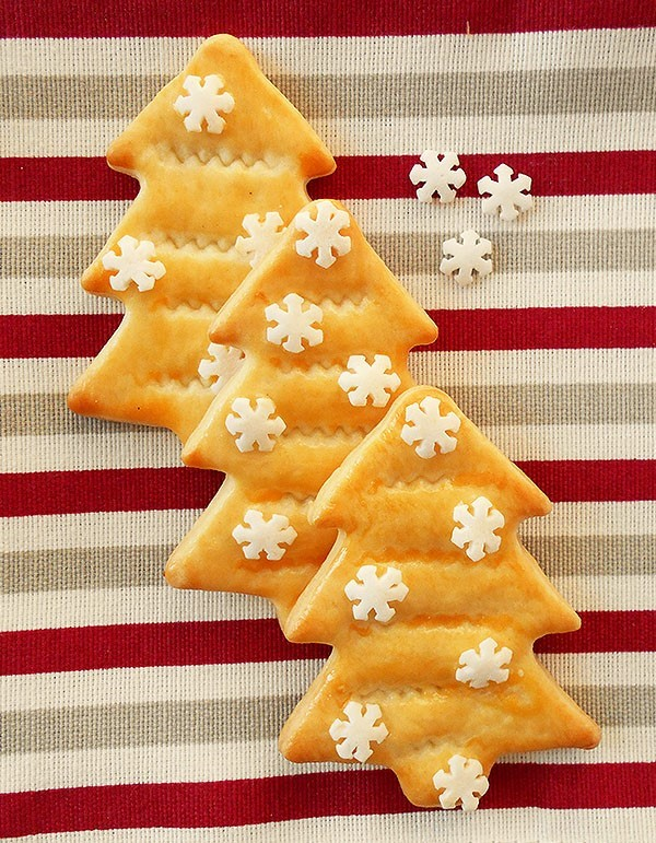 Christmas Tree Cutout Cookies: Quick and easy cutouts made from the store bought pie crust.