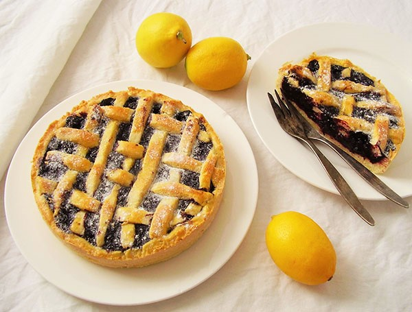 Blueberry Pie with Lemon: Comforting lattice pie with a touch of fresh lemon zest. Amazing !