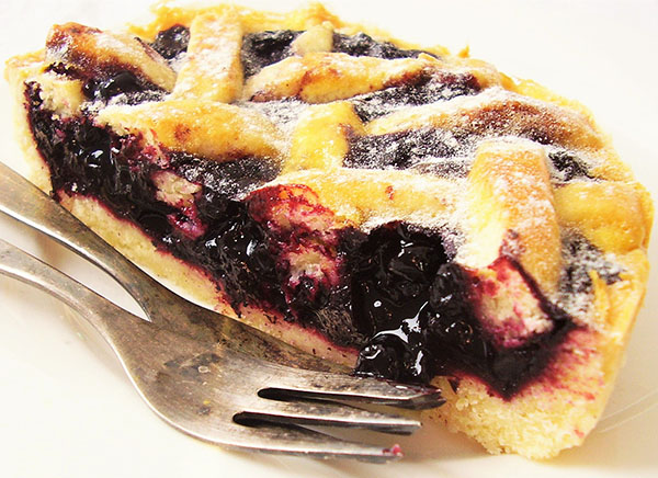 Blueberry Pie with Lemon