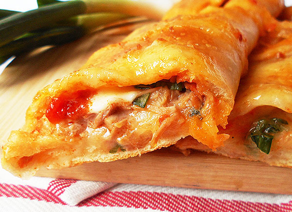 Tuna Stromboli: Simple pizza crust turnover filled with tomato salsa, tuna and mozzarella. Buon appetito !