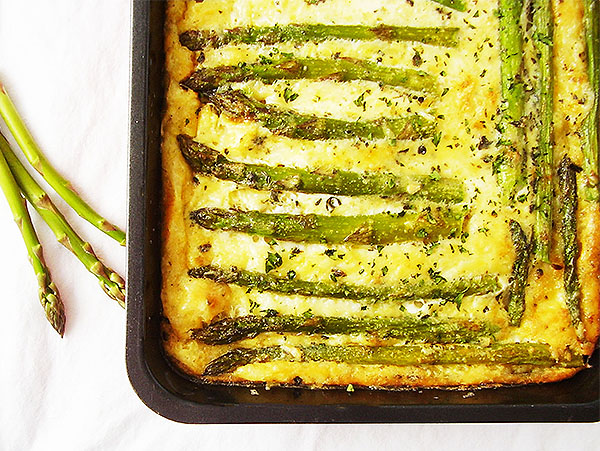 Mac and Asparagus Frittata Bake : Loaded with cheese and seasonal vegetable.