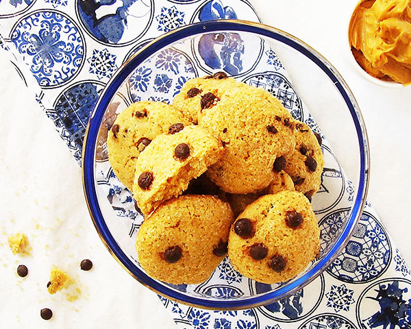 Chocolate chip Dulce de Leche Cookies: Amazing Dulce de Leche cookies enriched with chocolate chips.