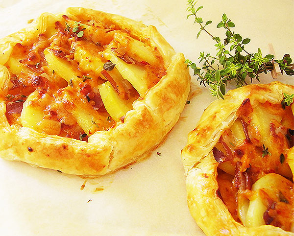 Two Rustic Potato and Thyme Galettes: Complete, rustic, frugal and comforting dish!