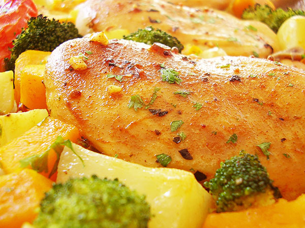 Sheet Pan Chicken with Harvest Vegetables : Ideal vitamins packed week dinner flavoured with smoked paprika, garlic and parsley.