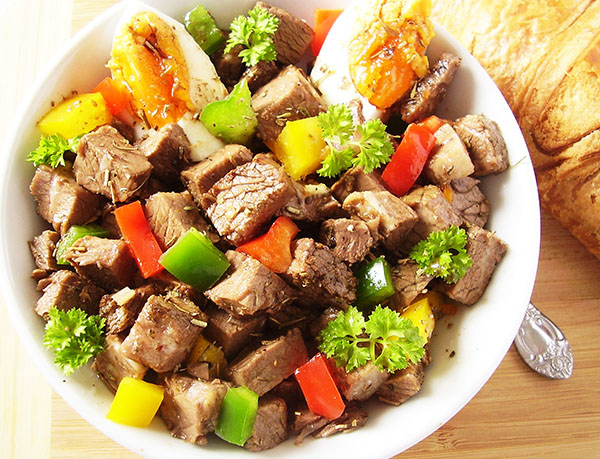Beef (Broth Leftovers) and Bell Peppers Salad with Italian Seasoning : perfect way to use beef once broth (bouillon) is made.