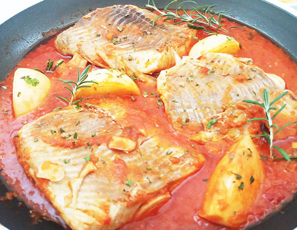 Skillet Tomato Salsa Bathed Cod : healthy and easy to prepare !