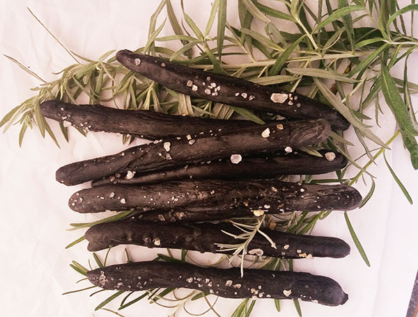 Italian Black Breadsticks from Scratch : healthy and so cool !
