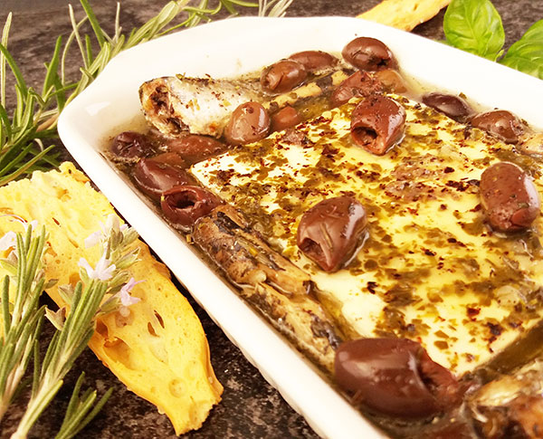 Baked Feta Cheese with Canned Sardines and Olives : delicious appetizer. Mediterranean way !