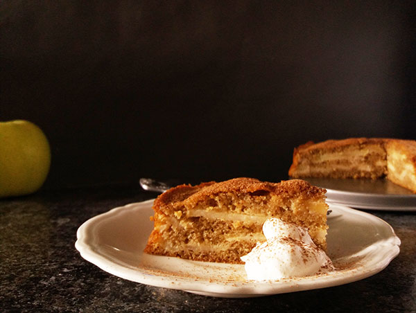 Simple Greek Apple Cake : simple and delicate, the way it has to be.