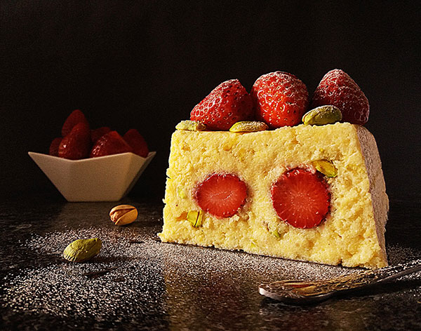 Strawberry Polenta No Bake Cake : attractive and so simple to make !