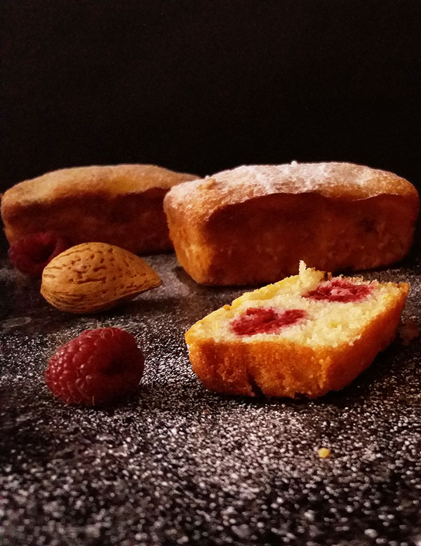 Raspberry Lemon Little Loaves : ground almonds combined with egg whites, lemon zest and raspberries make a perfect treat !