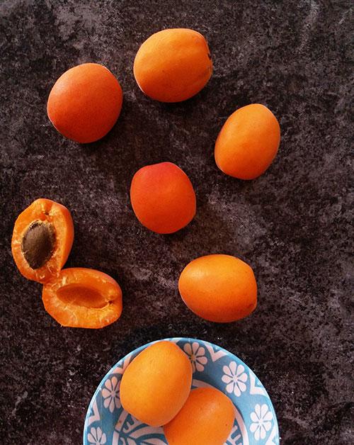 Apricot Curd Mini Pavlovas : sophisticated Mini Pavlovas with gentle apricot curd !