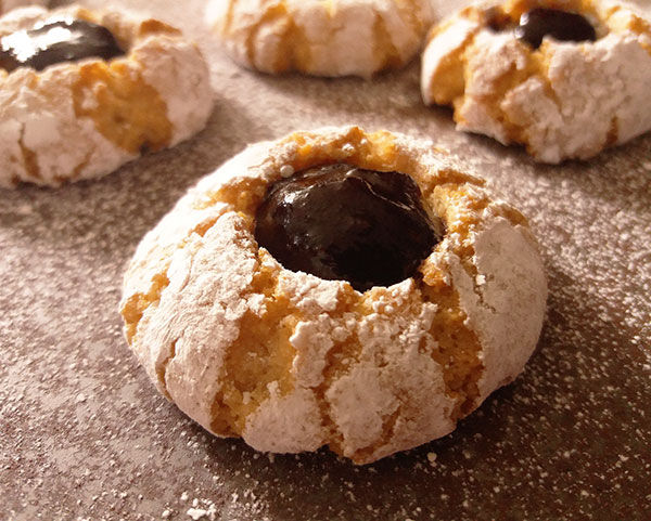Amaretti Thumbprints : Italian almond pearls,so easy to make. Perfect for holidays !