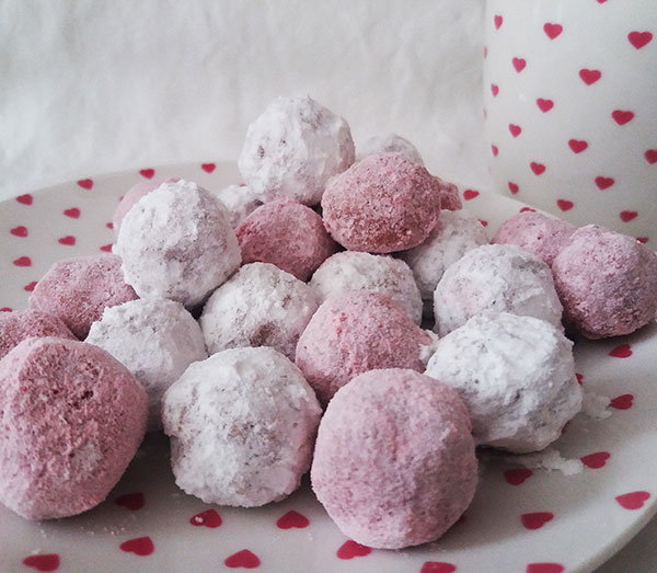 Ruby Chocolate Truffles : simple to make but very special no bake treat.