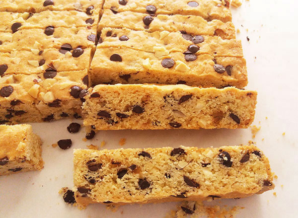 Chewy Chocolate Chip Hazelnut Cookie Bars : rich in flavour, easy to make, perfect to dip into glass of milk.