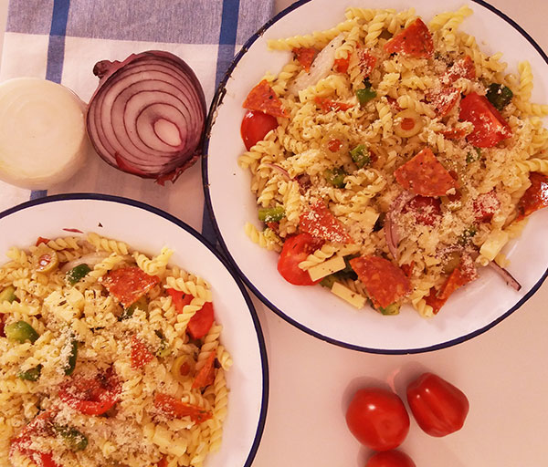 Pizza Pasta Salad Recipe : quick and easy summer week dinner or office lunch.