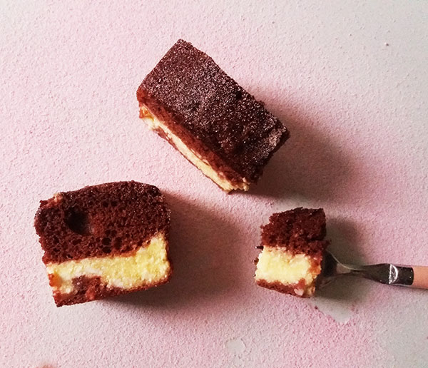 Red Velvet Cheesecake Bars : irresistible, decadent, super moist, festive yet simple to make.