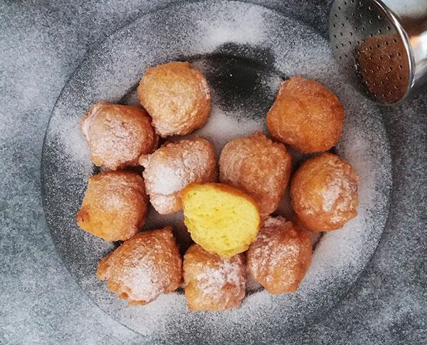 Ricotta Castagnole, Carnival sweet dough balls.