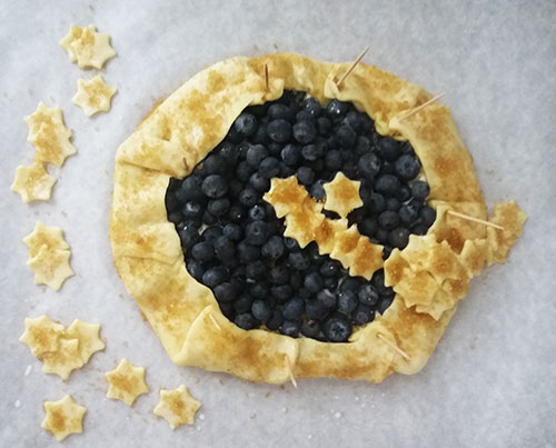 Blueberry Mascarpone Galette Recipe: fresh blueberries wrapped in flaky and buttery dough, served with vanilla ice cream!