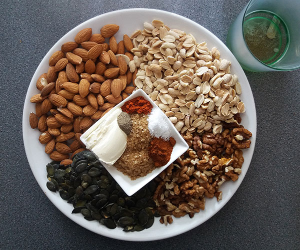 Hot and Spicy Beer Snack Mix : simple homemade snack to have with beer and fireworks !